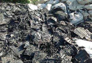 黑色废橡胶;