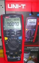 优利德高精度数字万用表UT71A 带数据传输功能;