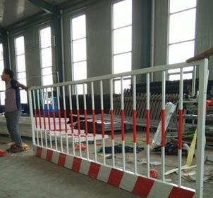 [производителей] специализируется на производстве заказ временного ограждения строительной площадки здания забор барьер