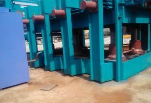 ベニヤ板の熱い機の生態板の熱い機は、テンプレ機の熱プレス