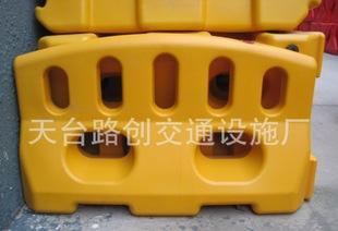 удар небольшой забор воды лошадь двойной отверстия воды воды столкновений объектов 4.5KG 1060*600mm столкновения лошадь